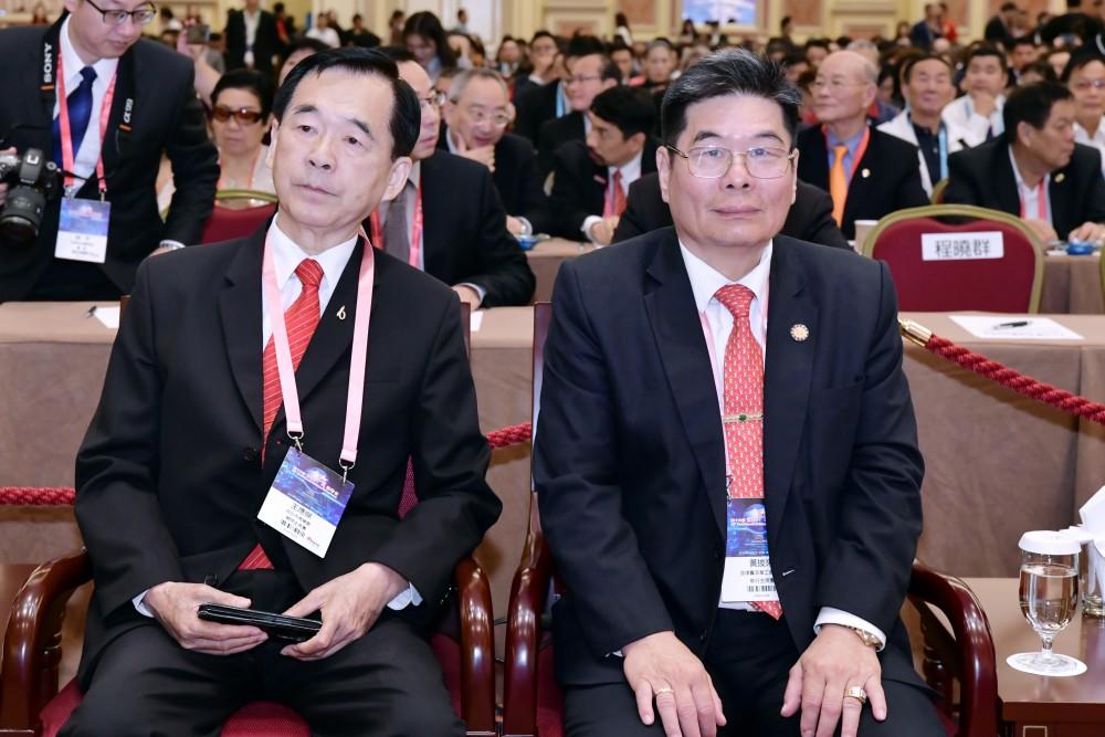 開幕典禮:台北商業會理事長王應傑先生與菲律賓菲華工商總會理事長黃拔來先生。