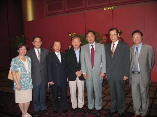 中國國際貿易促進委員會萬季飛會長歡宴聯盟訪問團與嘉賓祝酒合影