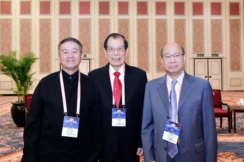 (從右至左)出席大會的主要嘉賓合影:徐偉坤會長、丁楷恩執行主席、李金友先生。