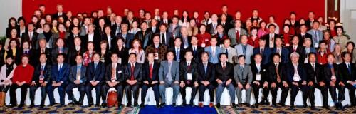 海內外華商300人東北三省訪問團在長春合影