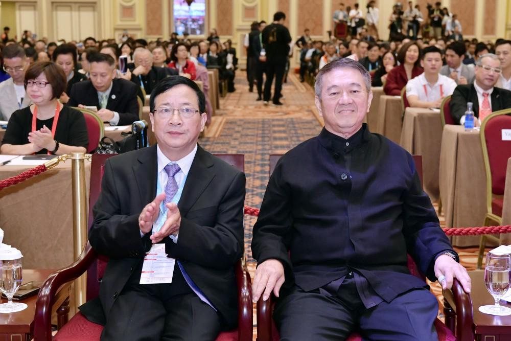 開幕典禮:全國台灣同胞投資企業聯誼會秘書長程金中先生與世界華人經濟論壇創辧人丹斯里李金友。