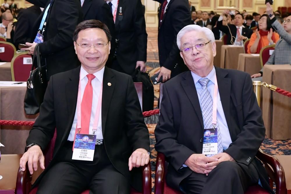 開幕典禮:台灣商業總會常務理事王權宏先生與馬來西亞美里中華總商會榮譽理事長沈福源先生。
