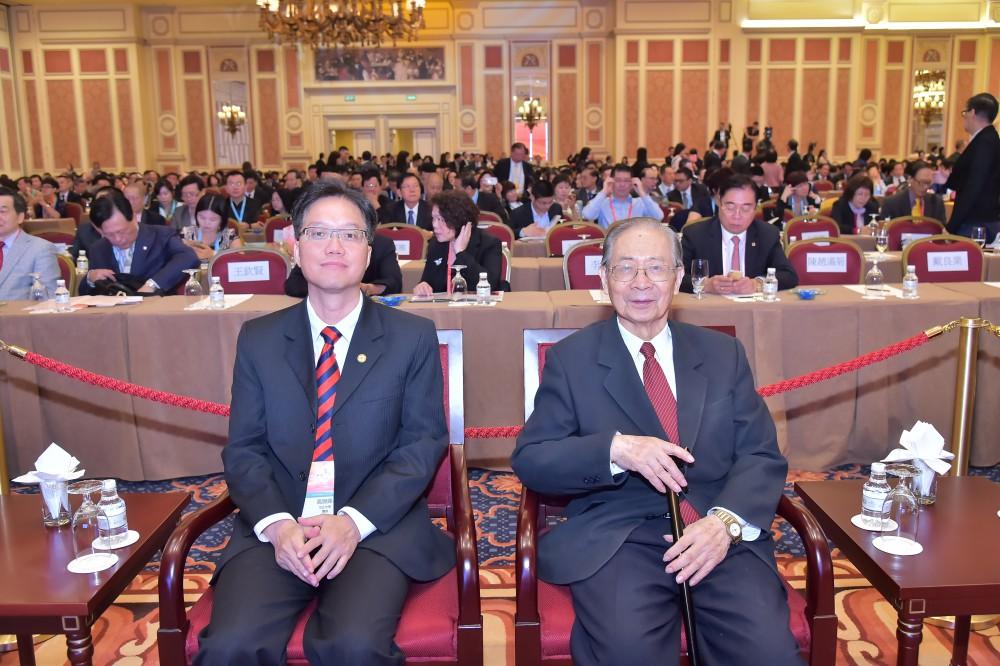 澳門培正中學校長高錦輝先生與澳門科技大學校董會主席周禮杲教授