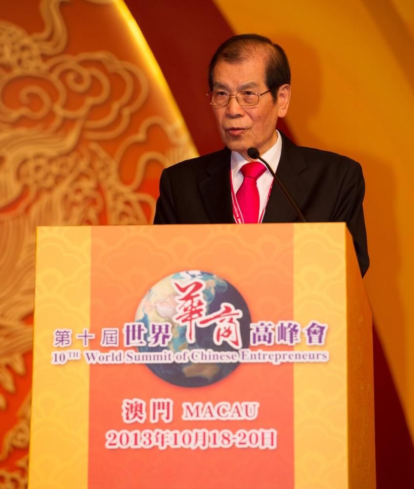 大會召集人丁楷恩執行主席為第十屆世界華商高峰會致開幕詞