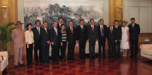 李克強總理主政遼寧期間 ,歡宴蕭萬長董事長(左七)、丁楷恩主席(右六)及訪問團成員合影。