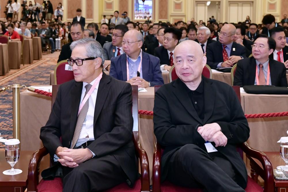 開幕典禮:中美經濟合作策進會理事長歐鴻鍊先生與亞洲周刊總編輯邱立本先生。