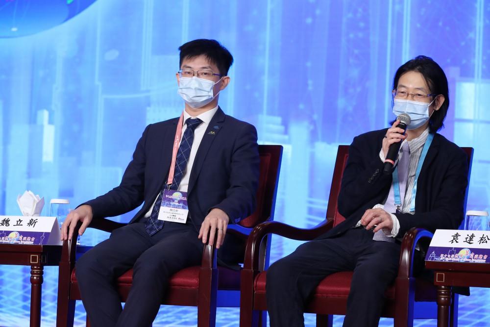 澳中致遠投資發展有限公司副總裁魏立新先生與北京師范大學法學院教院、中山市青年人才工作促進會會長袁達松先生