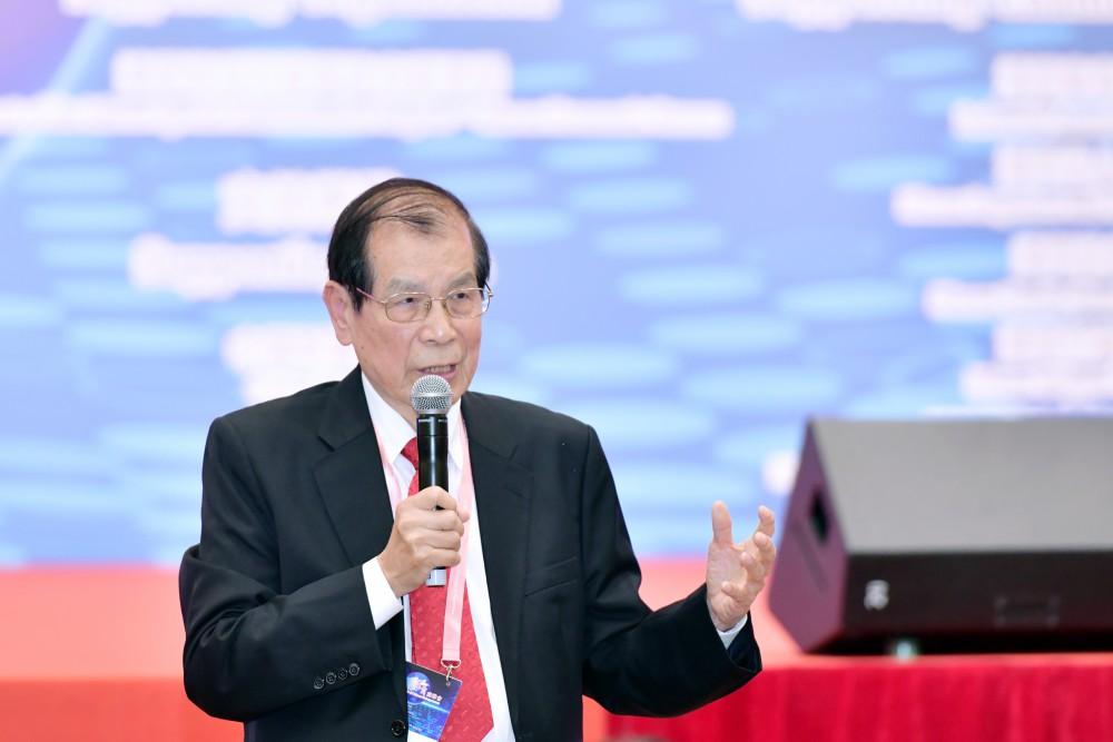 第十六屆世界華商高峰會綜合論壇-大會召集人丁楷恩先生為綜合討論作結語。