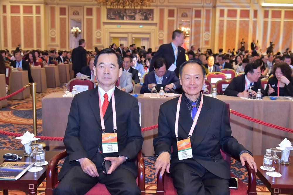 台北市商業會理事長王應傑先生與美國華商聯合會會長吳宗錦先生