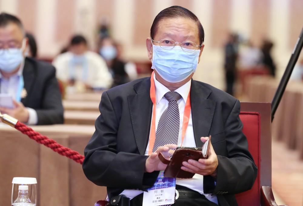 深圳大學教授何敏先生