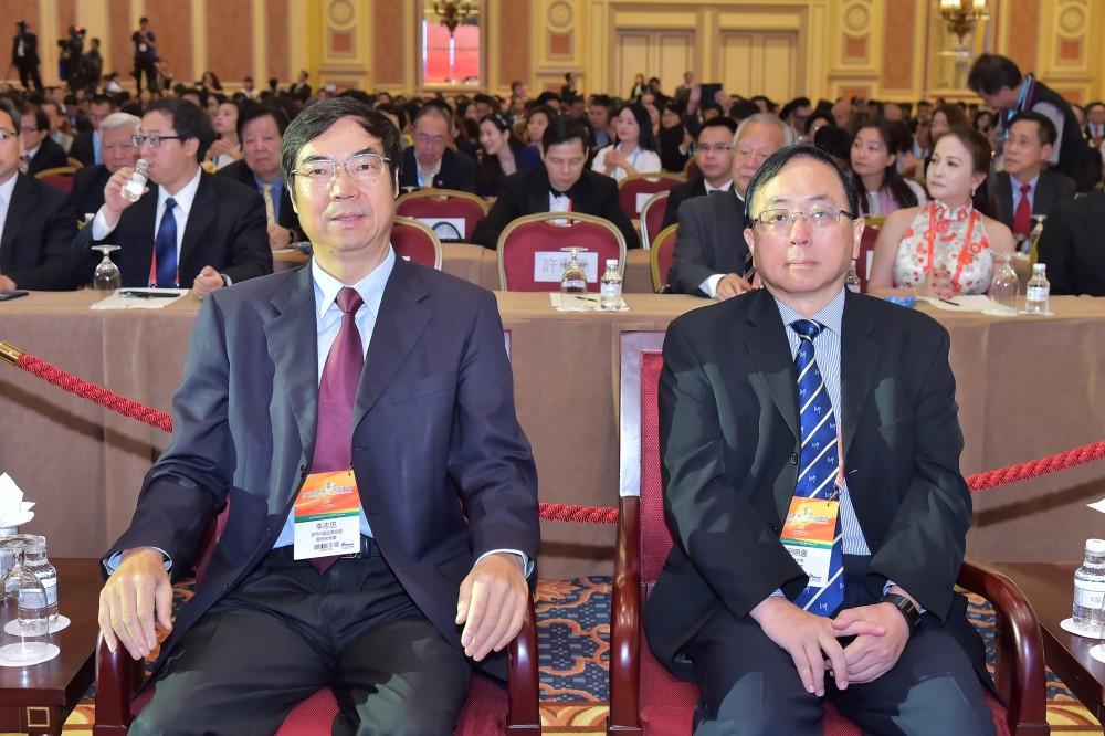 澳門中國企業協會會長李志忠先生與澳門大學學術副校長倪明選博士