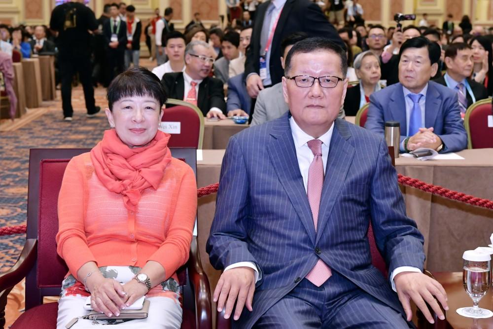 開幕典禮:組織委員會委員長劉長樂與澳門貿易投資促進局主席劉關華女士。