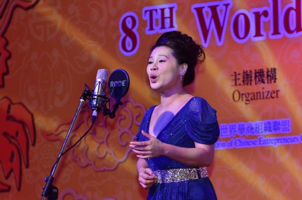 著名女高音歌唱家慕林林小姐為大會會帶來天籟美聲