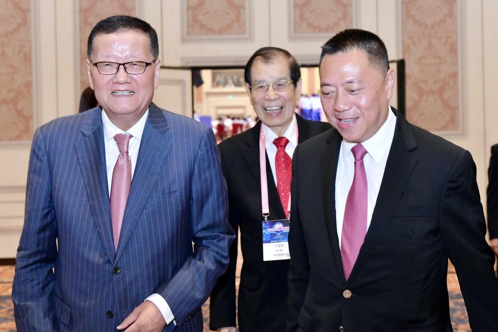 梁維特司長、丁楷恩執行主席、劉長樂委員長相見歡。