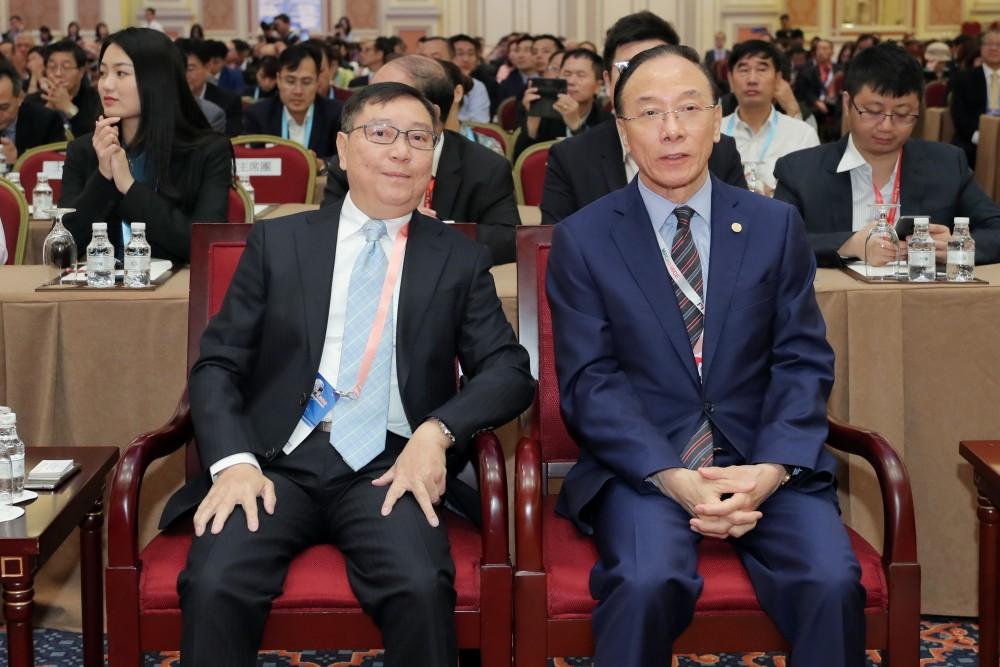 世界華商菁英會會長周錦榮先生與澳門船務物流協會會長黃國勝先生