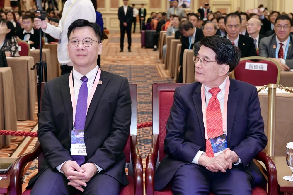 開幕典禮:全國台灣同胞投資企業聯誼會會長李政宏先生與香港科技大學前校長朱經武教授。
