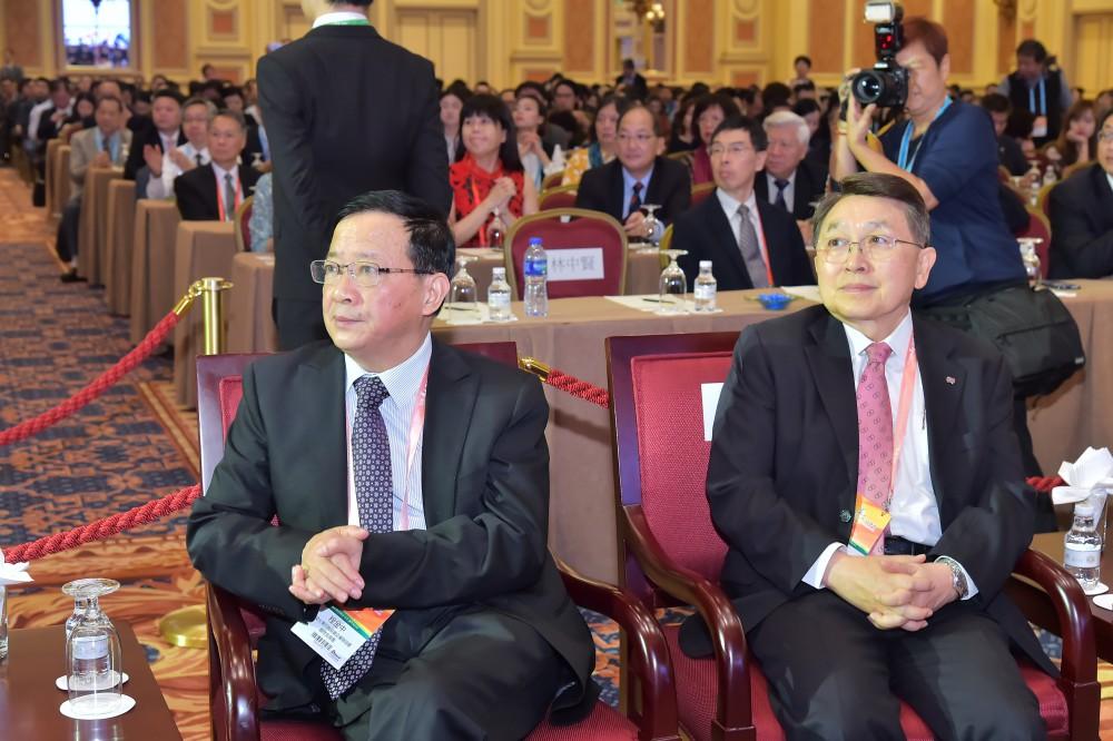 全國台灣同胞投資企業聯誼會秘書長程金中先生與香港中華廠商聯合會永遠榮譽會長尹德勝先生