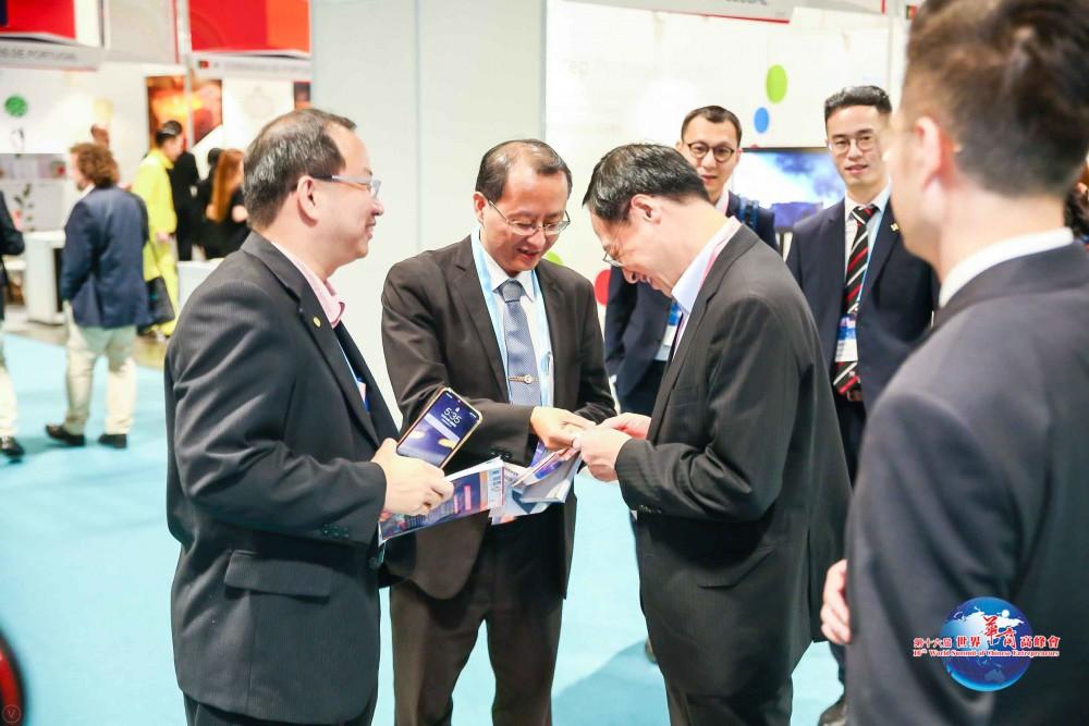 第十六屆世界華商高峰會參觀MIF一景。